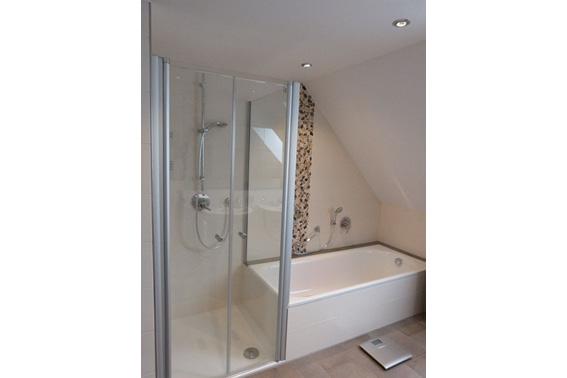 ein neues helleres und altersgerechtes bad in brake einer alles sauber wohntr ume in. Black Bedroom Furniture Sets. Home Design Ideas
