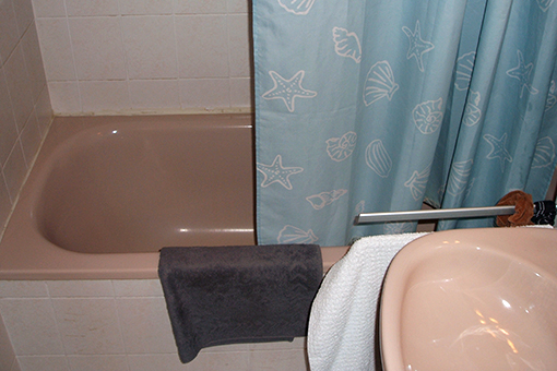 das bad wurde zur wellnessoase einer alles sauber wohntr ume in besten h nden. Black Bedroom Furniture Sets. Home Design Ideas