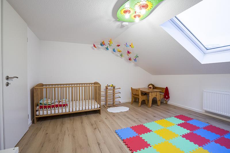 dachausbau kindertr ume unterm dach einer alles sauber wohntr ume in besten h nden. Black Bedroom Furniture Sets. Home Design Ideas